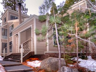 Cozy Forest Pines Condo Close to Lake Tahoe ~ RA3513