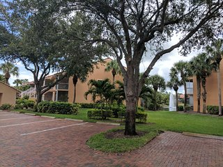 Naples Paradise Lake View Vacation Condo