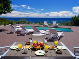 Luxury 3 bedroom Villa Marina with pool and private access to beach