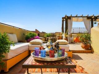 Extravagant riad w/ terrace & pool
