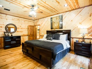 Treasured Times Luxury Cabin near Broken Bow Lake