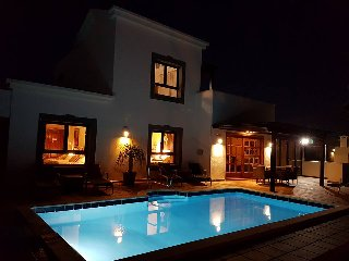 Beautiful, 3 bed, 3 bath villa, pool, hot tub, barbecue, sea & mountain views