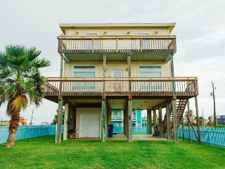Truly paradise on the beach...perfect views of the gulf and intercoastal waters