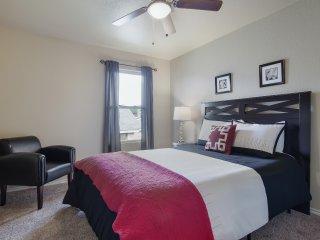 Comfy Bedrooms! (2nd Bedroom - Queen Size Bed)