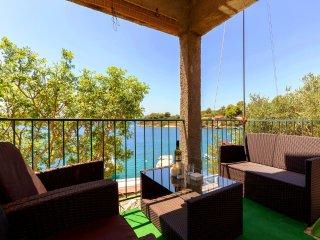 2 bedroom Beach house & great views