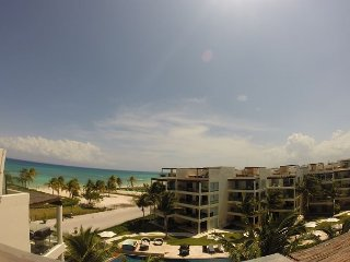 Amazing BEACH FRONT PENTHOUSE spectacular ocean views! Private Beach + 5th Av