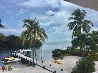 Paradise Found - Sandy Beach, Beachside Bar, Great Views, And Dock