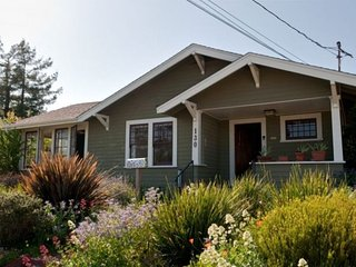 Beautiful Santa Cruz Sanctuary near downtown restaurants, shops & West Cliff Dr