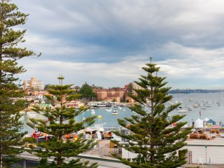 Pristine Manly Waterviews  2 Bed Style by the Bay