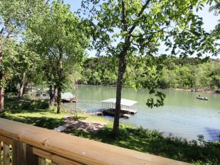 Taneycomo Lake Cottage ~ RA148574