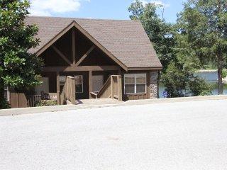 Livin Lakeside Lodge ~ RA148613