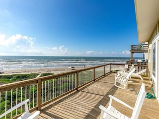 Newly Remodeled, Beachfront 3BR at Lost Colony - Dazzling Gulf Views