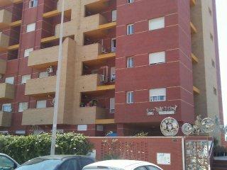 Alquilo piso de dos dormitorios en zona residencial a 200metros de la playa