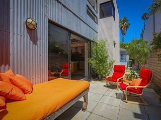 Modern Venice Beach 4BR with Indoor/Outdoor Living — Near Abbot Kinney
