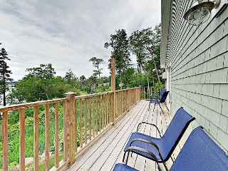 Stylish Condo at Sheepscot Harbor Resort w/ River Views & Balcony