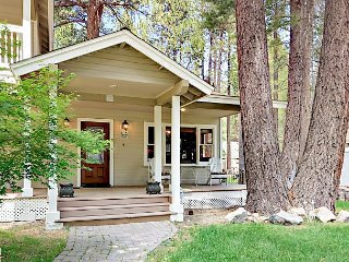 Charming 3BR w/ Private Deck - 6 Miles to Heavenly, 1 Mile to Dining