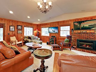 Charming Home w/ Large Private Deck - 6 Miles to Heavenly, 1 Mile to Dining