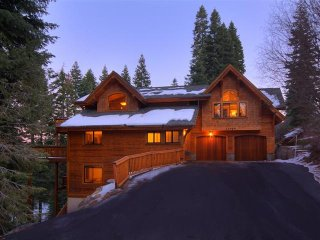 Luxury TreeHouse in Tahoe Donner with Hot Tub and Media Room ~ RA2179