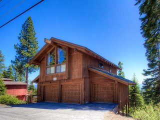 Panoramic Views from Massive Deck of North Tahoe Home ~ RA854