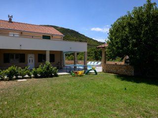Villa Renato peaceful oaza in nature with big pool