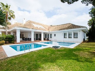 A Beautiful Villa 4 in Puerto Banus for Short Term Rent