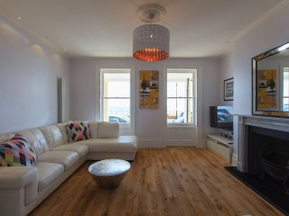 WINTER OFFER! Three bedroom apartment over looking the sea