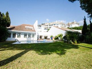4 bedrooms Villa Seafront VI in Puerto Banus