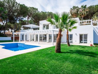 A Brand New Modern Villa With Incredible Views in Nueva Andalucia for Vacations