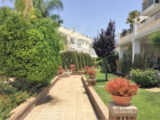 Exquisite Spacious Townhouse in Nueva Andalucia, 5 minutes from Puerto Banus, Ma