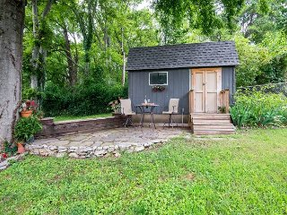 Perfectly Serene Studio w/River Views & Lush Scenery, Minutes to Downtown