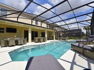 5248OA. Fabulous 10 Bed 8 Bath Pool Home in Solterra Resort