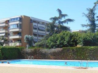 Appartement 'Les Pres Fleuris' avec piscine, proche de Cannes et des plages