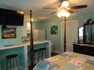 UNIT 2  BUDGET RENTAL 1 BLK TO GREAT BEACH!- PLEASURE PIER