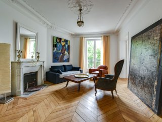 06. LOVELY STYLISH 2BR FLAT BY ECOLE MILITAIRE - EIFFEL TOWER