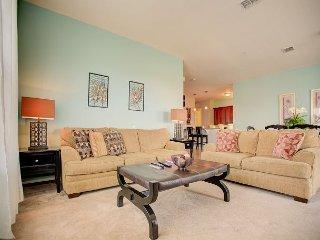 Top floor luxury condo: 3 bedrooms, 2 bathrooms and view of Lake Cay.