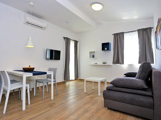 Apartments Stella Adriatica - Standard One-Bedroom Apt with Balcony 2nd - Apt 5