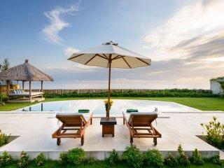 3 Bedrooms Beachfront Villa in Amed