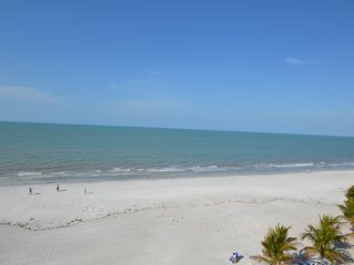Destiny Oasis, Top Floor, Great Beachfront & Oceanfront Condo On The Sand!