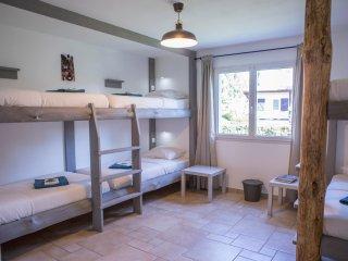 Cozy Dorm Bed in Ocean Garden B&B Villa