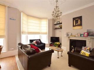 Lovely light one bedroom suite in perfect location