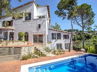 Villa in Fontpineda for 14 guests with a view over Barcelona! 30km to city cente