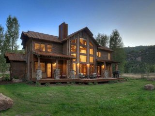 Lake View Estate on 20 Acres - Hot Tub/Fire Pit/Views - 4 Miles to Downtown