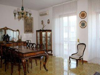 Ampio e luminoso appartamento a Lecce, vicinissimo al centro in zona signorile.