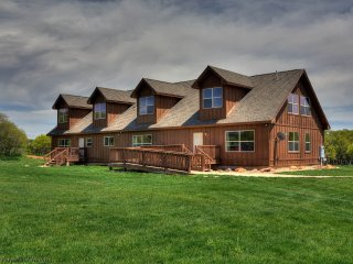 Top Rated Family-Friendly Lodge for Groups Near Moab at Foothills of La Sal Mtn