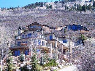 Mountain Laurel Luxury ~ RA86743