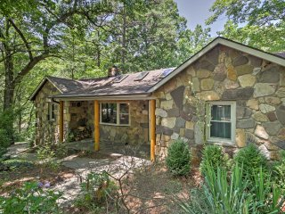 Upgraded 'Pine Cliffs' 3BR Hinton Cabin w/ Views!
