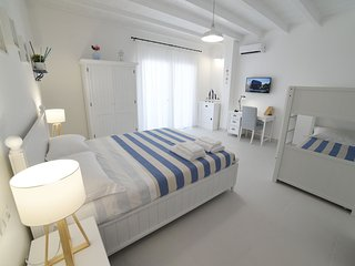LATINO RENT ROOM - CAMERA MEDITERRANEA  con 3 posti letto
