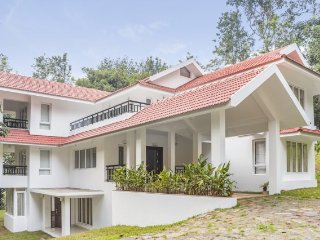Plush 5-BR homestay, nestled amid lush greenery