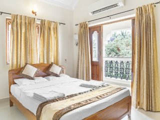 Elegantly done 2 BHK for 6, close to Miramar Beach