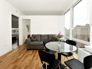 Upper West Side 2bdrs 1bath Luxury (8399)